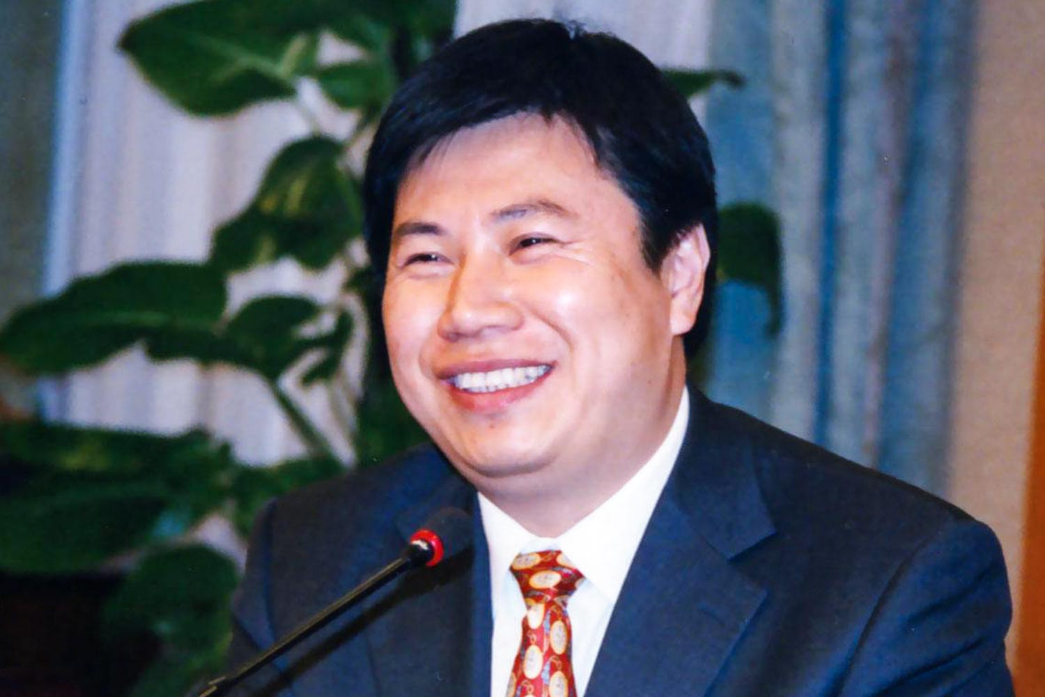 Dr. Wu, a well-known expert in laser research