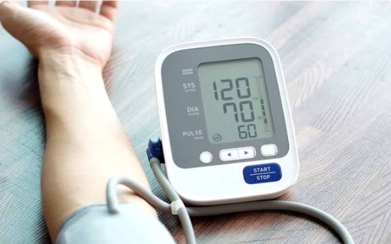 Blood-pressure-monitor-on-patients-arm