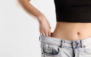 Girl-with-oversized-pants